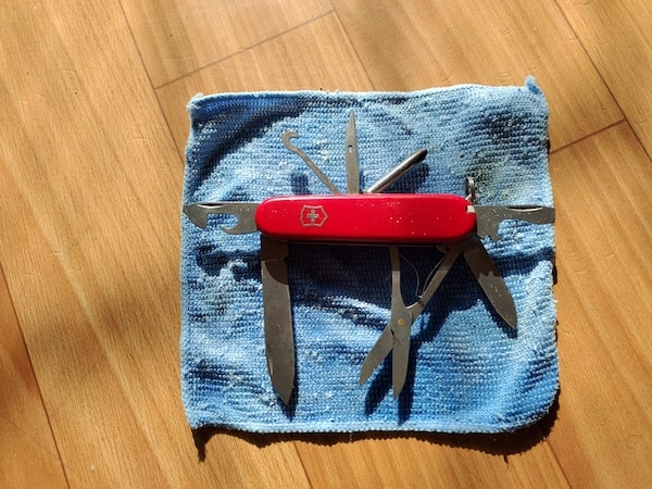 Drying a wet Swiss Army Knife