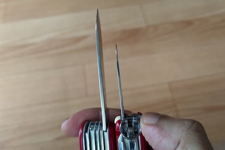 Siwss Army knife: two blades